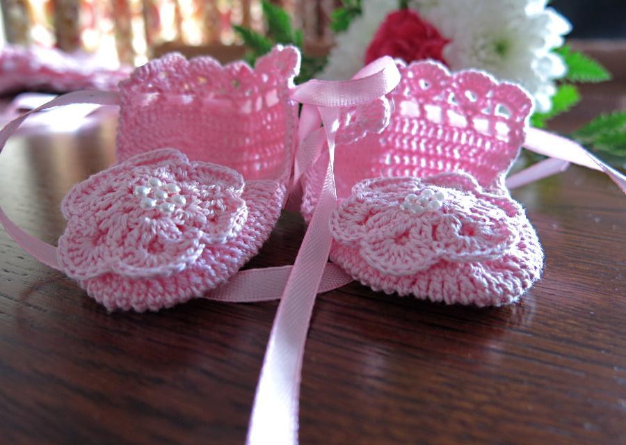 różowe buciki naszydełku