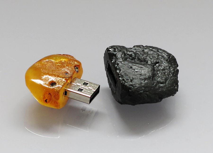 USB stick - a natural Baltic amber and a hard coal