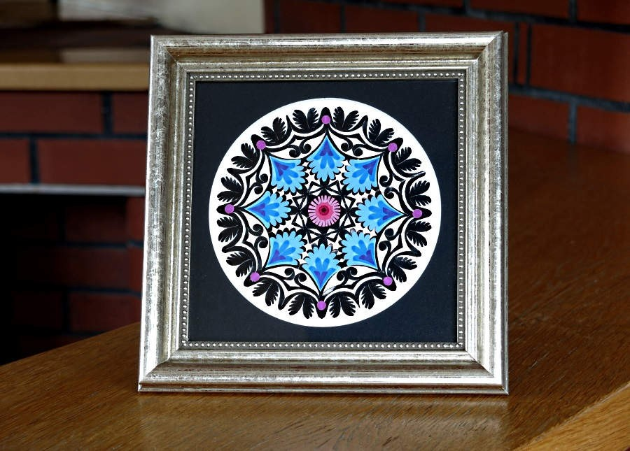 "standing Lowicz paper cutout – ""gwiozda"" in an elegant silver frame, Lowicz patterns that decorate it have been color-adjusted, limiting the palette of colors"