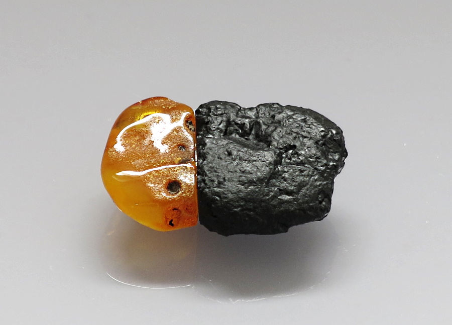 closed USB stick - anatural Baltic amber and ahard coal